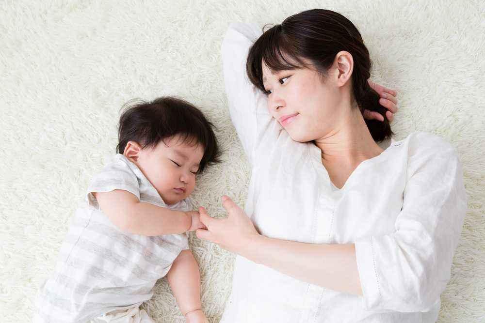 Tips Membiasakan Bayi Tidur Siang