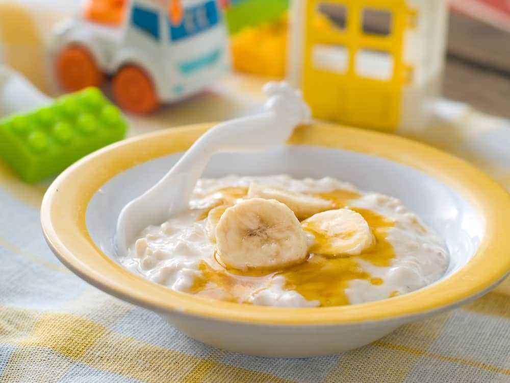 Hidangkan saja oat untuk sarapan bayi yang bergizi