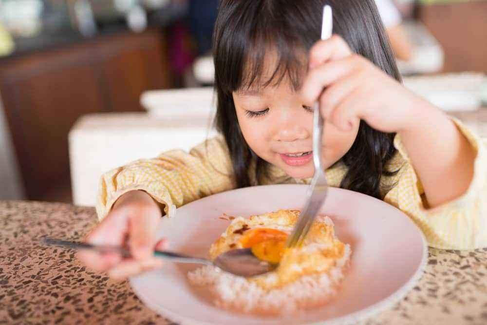 Beri Makanan Dalam Porsi Kecil