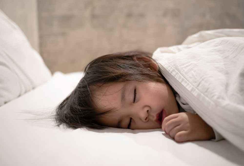 Tips Nyaman Saat Tidur Tengkurap