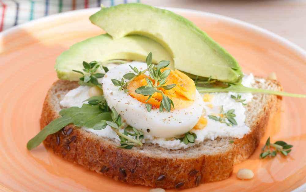Roti Panggang Alpukat Telur