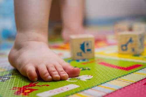 Cara Kerja Tubuh Saat Bayi Belajar Berjalan