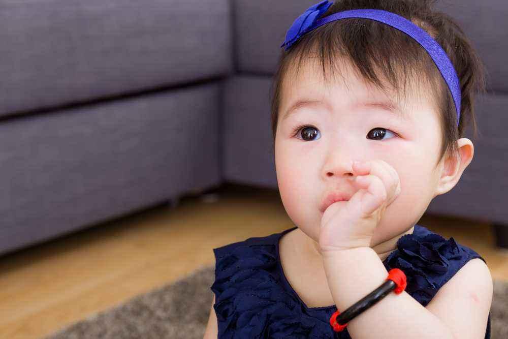 Faktor yang Menyebabkan Gigi Bayi Tumbuh Tidak Rata