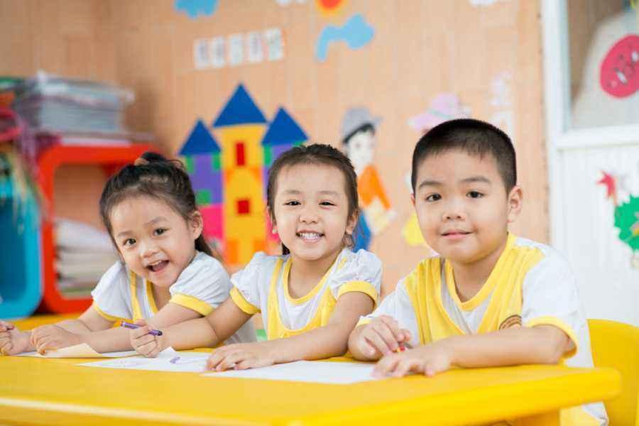 5 Kriteria yang Perlu Ibu Perhatikan Saat Memilih Sekolah si Kecil