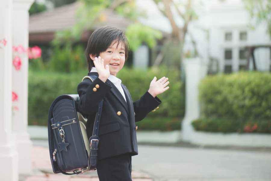 3 Cara Ini Buat si Kecil Merasa Aman di Hari Pertama Sekolah