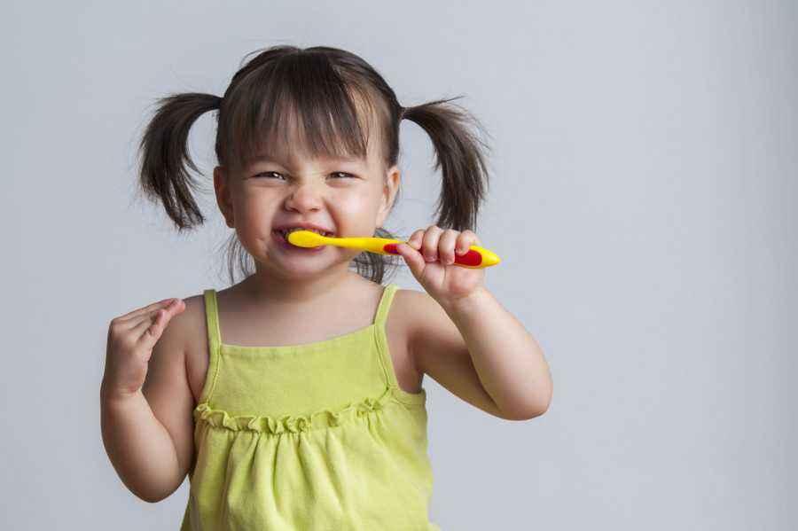 Lindungi Kesehatan Gigi Si Kecil, Yuk!