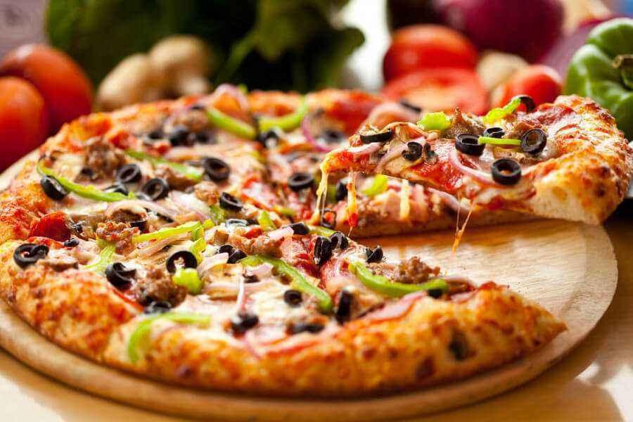 Membuat Pizza Rumahan Lezat dan Sehat