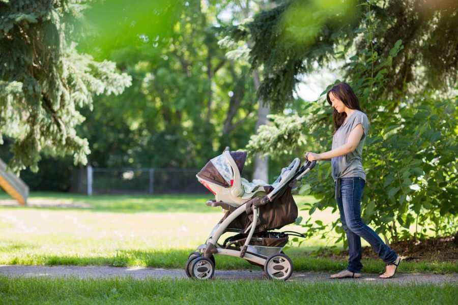 Kapan Bayi Bisa Diajak ke Luar Rumah?