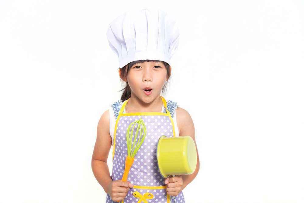 Ajak si Kecil Belajar Memasak, Apa Saja Manfaatnya?