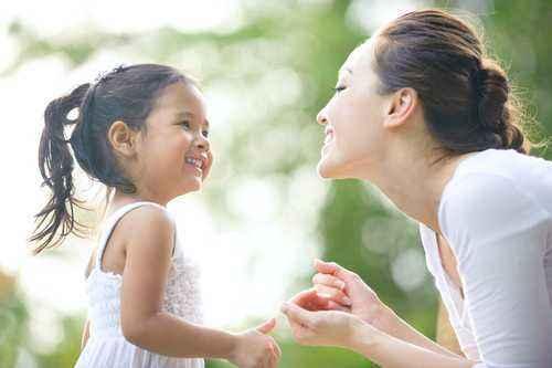 4 Aktivitas Sederhana untuk Bantu si Kecil Belajar Berbagi