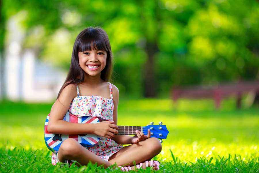 Bernyanyi dan Menari untuk Latih Ketangkasannya