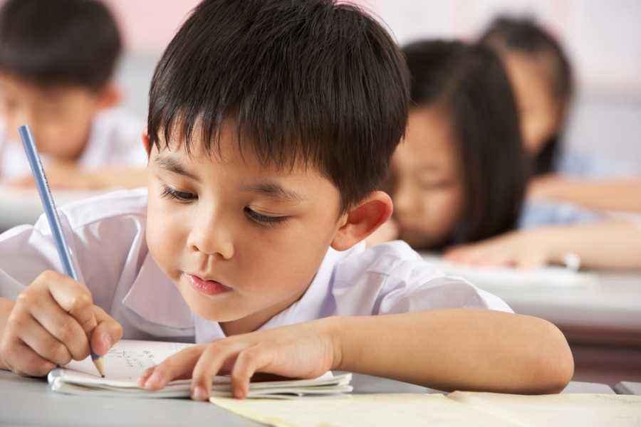 Mengenalkan Sistem Belajar di Sekolah pada si Kecil