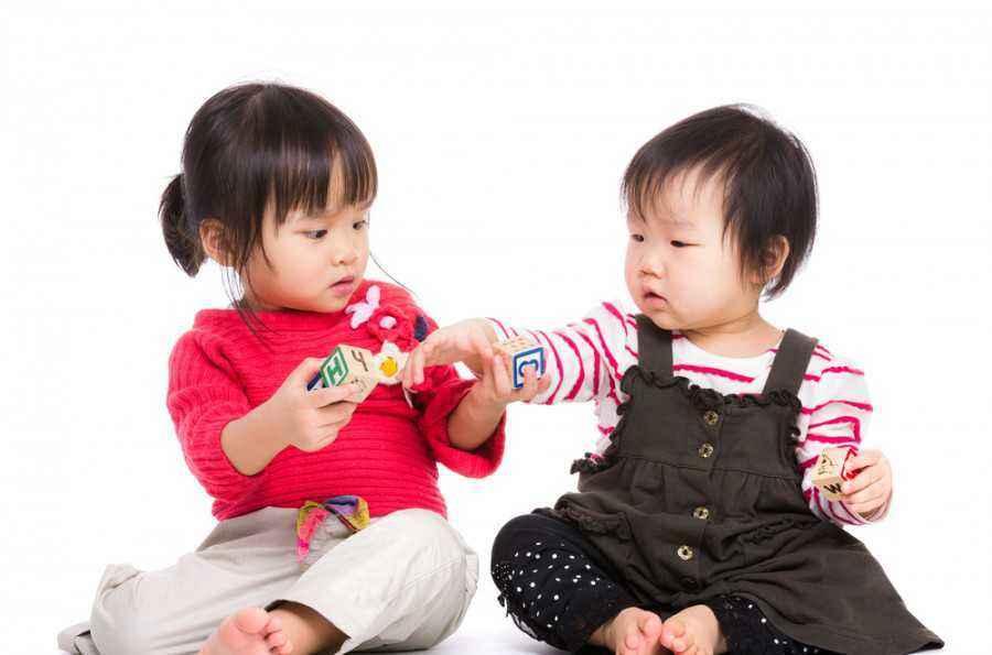 4 Ide Bermain dengan Anak Tetangga di Rumah