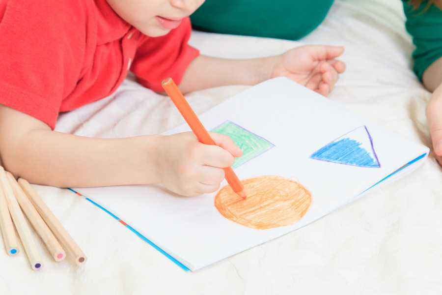 4 Kiat Ajarkan Konsep Bentuk pada si Kecil