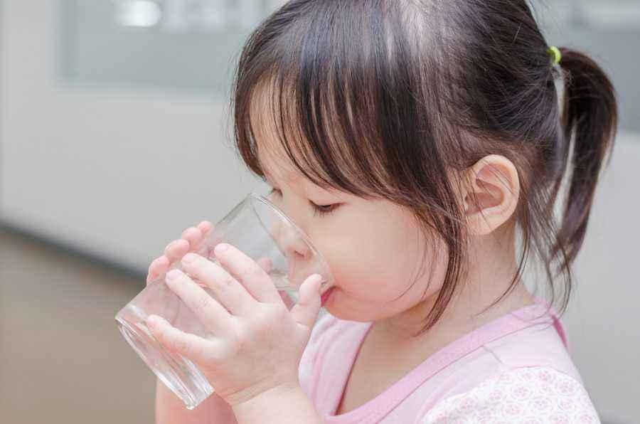 Manfaat Rutin Konsumsi Air Putih untuk Kesehatan Balita