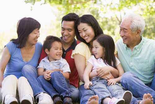 3 Cara Mudah Perkenalkan Keluarga Besar kepada si Kecil