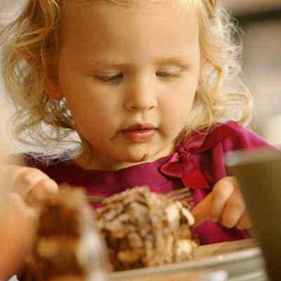 Kebiasaan Mengemut Makanan