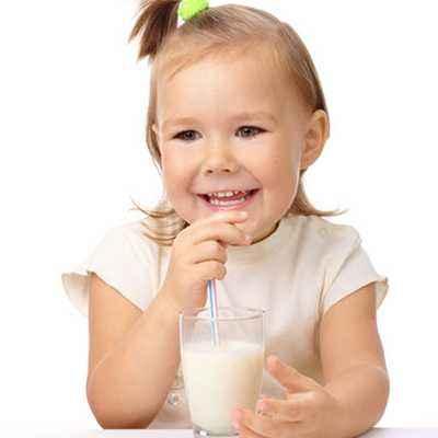 Kenalkan Susu Sesuai Usia si Kecil