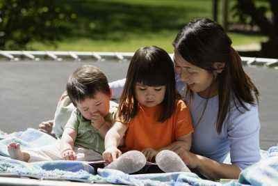 Mengajarkan Anak Bekerja Sama