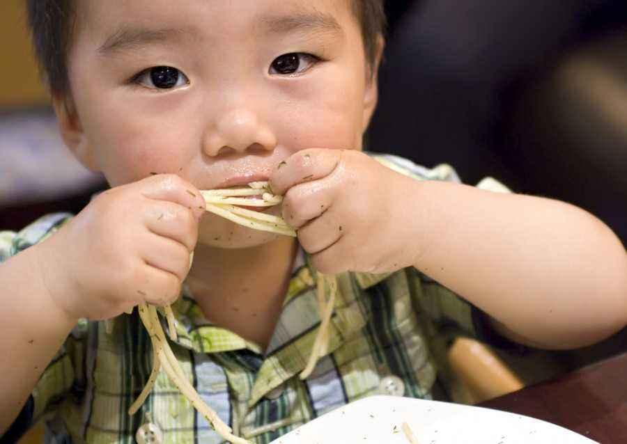 Si Kecil Gemar Membuang-buang Makanan? Atasi dengan Tips Ini!