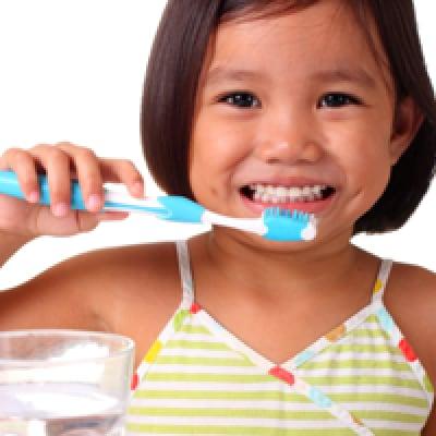 Tanamkan Kebiasaan Sikat Gigi Sejak Dini