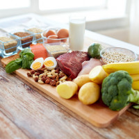 Kebutuhan Nutrisi si Kecil Sesuai Usia Tumbuh Kembangnya