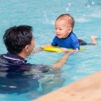 5 Manfaat Berenang Bagi si Kecil