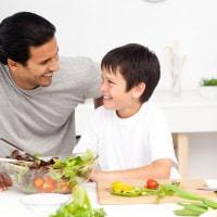4 Peran Ayah dalam Mengatur Pola Makan Anak