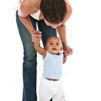 Tiga Kiat untuk Ajari si Kecil Berdiri