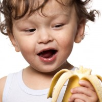 Mengenal Lebih Jauh Tren Baby-Led Weaning