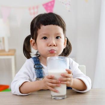 Manfaat Minum Susu Setelah si Kecil Disapih