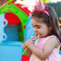 4 Cara Membatasi Konsumsi Gula pada si Kecil