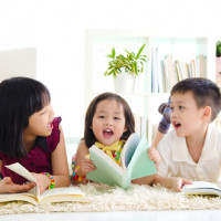 5 Cara Bantu si Kecil Lancar Mengekspresikan Diri saat Berkomunikasi