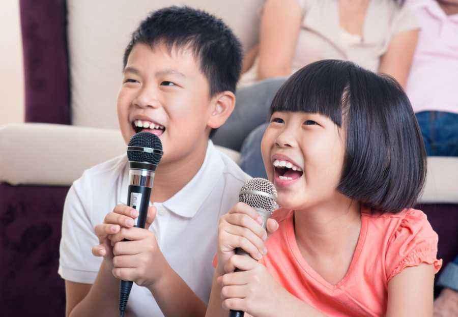 Tips Makin Kreatif dengan Bernyanyi Bersama si Kecil