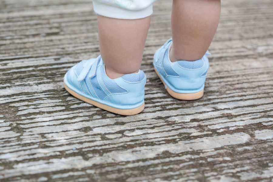 Hindari 3 Kesalahan Ini Saat Memilih Sepatu Si Kecil